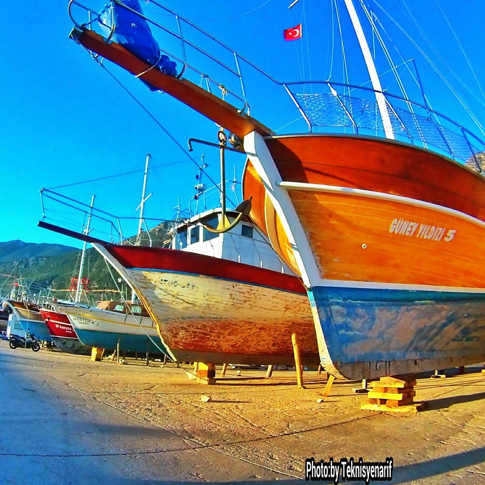 Gezi tekneleri tamir ve bakım için karada Kas Yacht Geziteknesi Marina