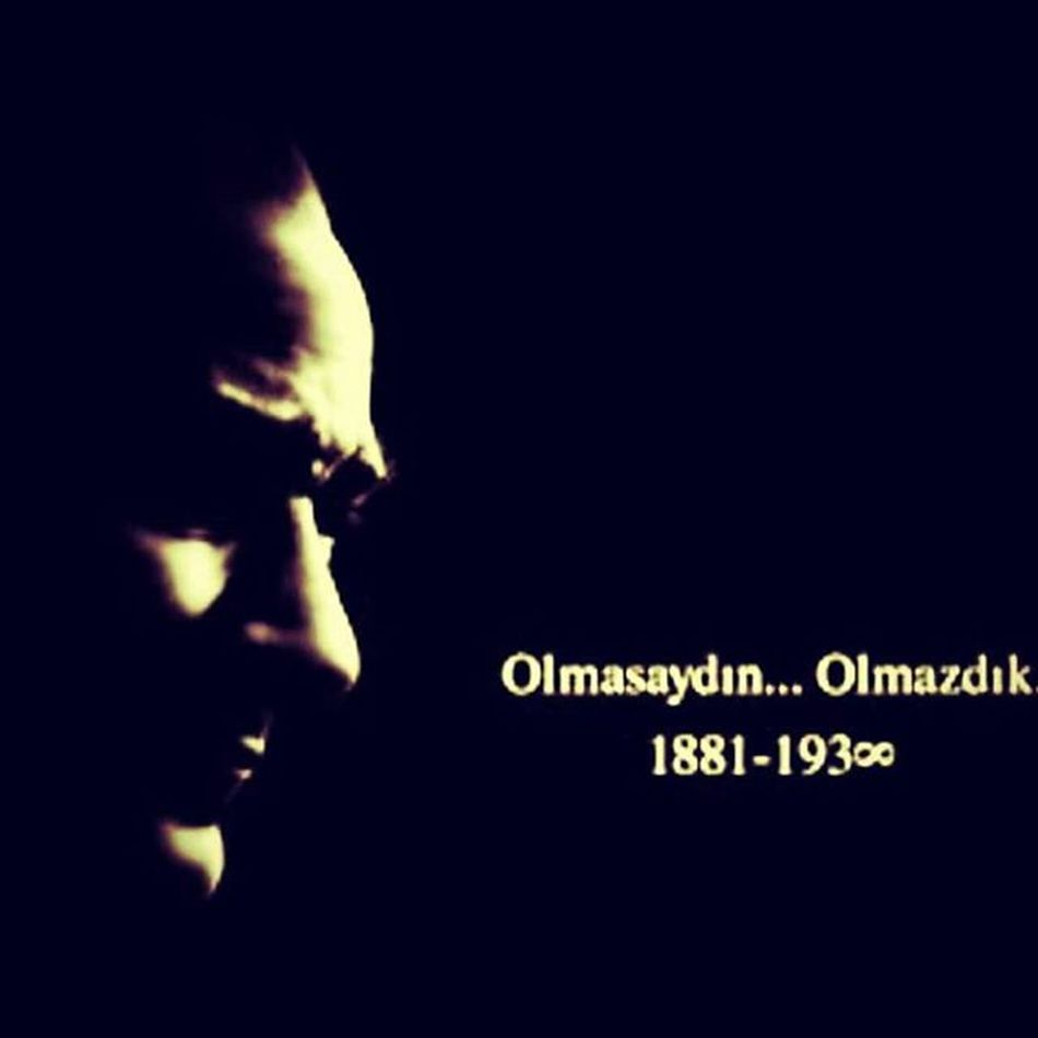 10Kasim Atatürk Turklerin_Atası Mustafa Kemal mustafakemalatatürk olmasaydinolmazdik Onurumuzu , soyumuzu , namusumuzu kurtaran güzel insan .... Turklerin atası ...... Atamiz ,babamız ,kahramanımız Dünyaya meydan okuyan koca yürekli adam .... Asla unutmadık ,unutmayacağız .....