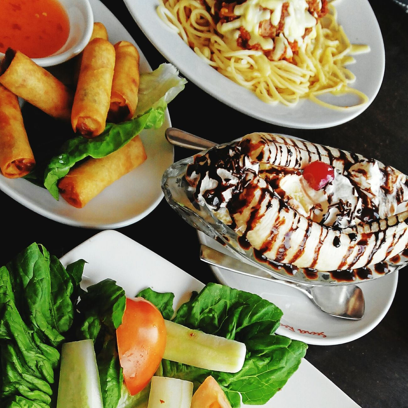 Feel hungry ?? 😋😋 Hello World Hi! In Heaven Relaxing Quality Time Dinnertime Dinner Date Ipostprecious Lovelyday Lovephotography  Hanging Out Showcase: February Foodphotography Foodlover Desserts