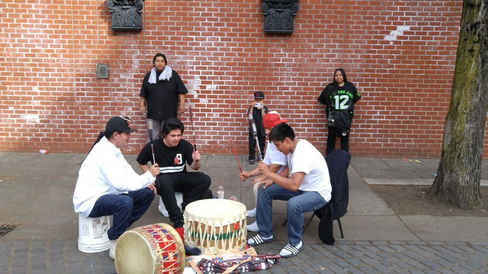 Portland Oregon Drumming Drumming On The Streets Native American Indian Native Native American Native American ındian Street Performer Street Performance Street Performers Native American Drumming Native American Drummers Men Young Men Culture Cultural Heritage EyeEm Best Shots Week On Eyeem