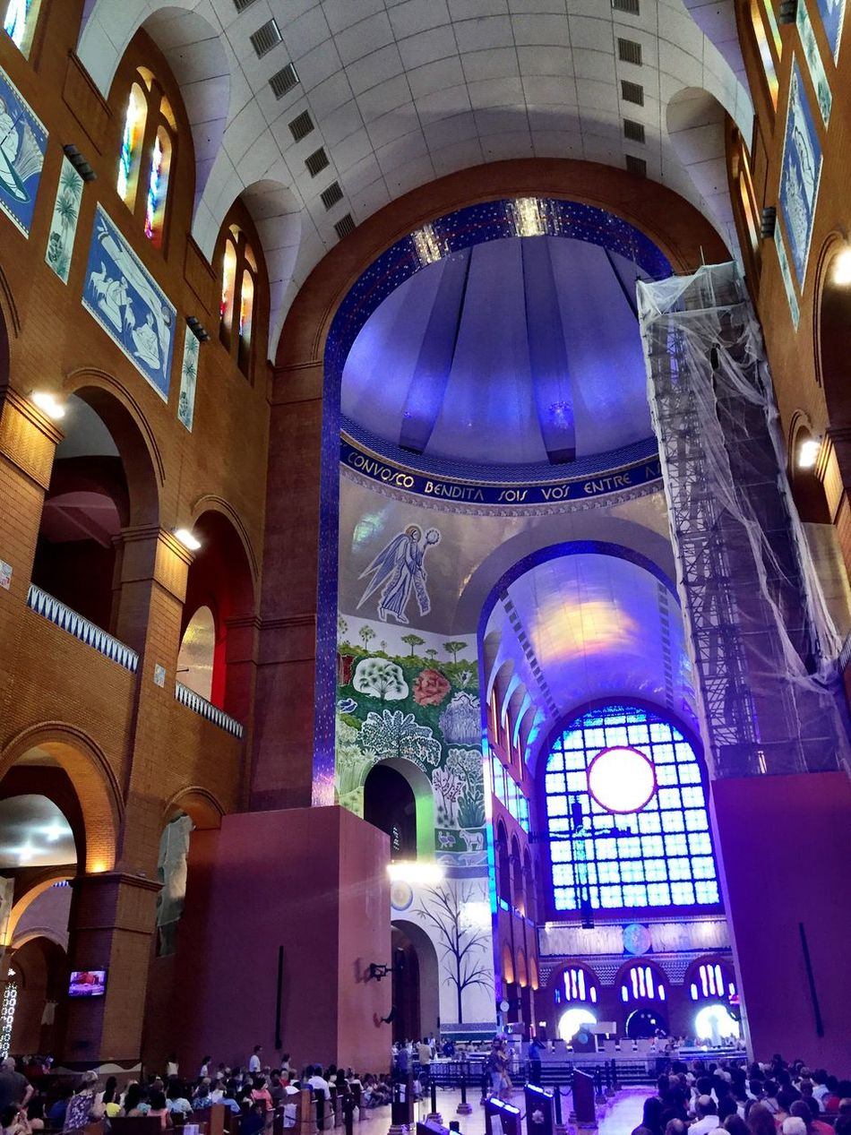 {🙏🏼🙏🏼🙏🏼} Church Indoors  Arch Travel Destinations Religion Multi Colored Architecture Illuminated Place Of Worship No People Day Christianity Taking Photos Brazil Through My Lens Spirituality The Way I'm Seeing It...... Architecture Faith Nossa Senhora Aparecida Stained Glass Pray Love Eyeemphoto Trough The Window