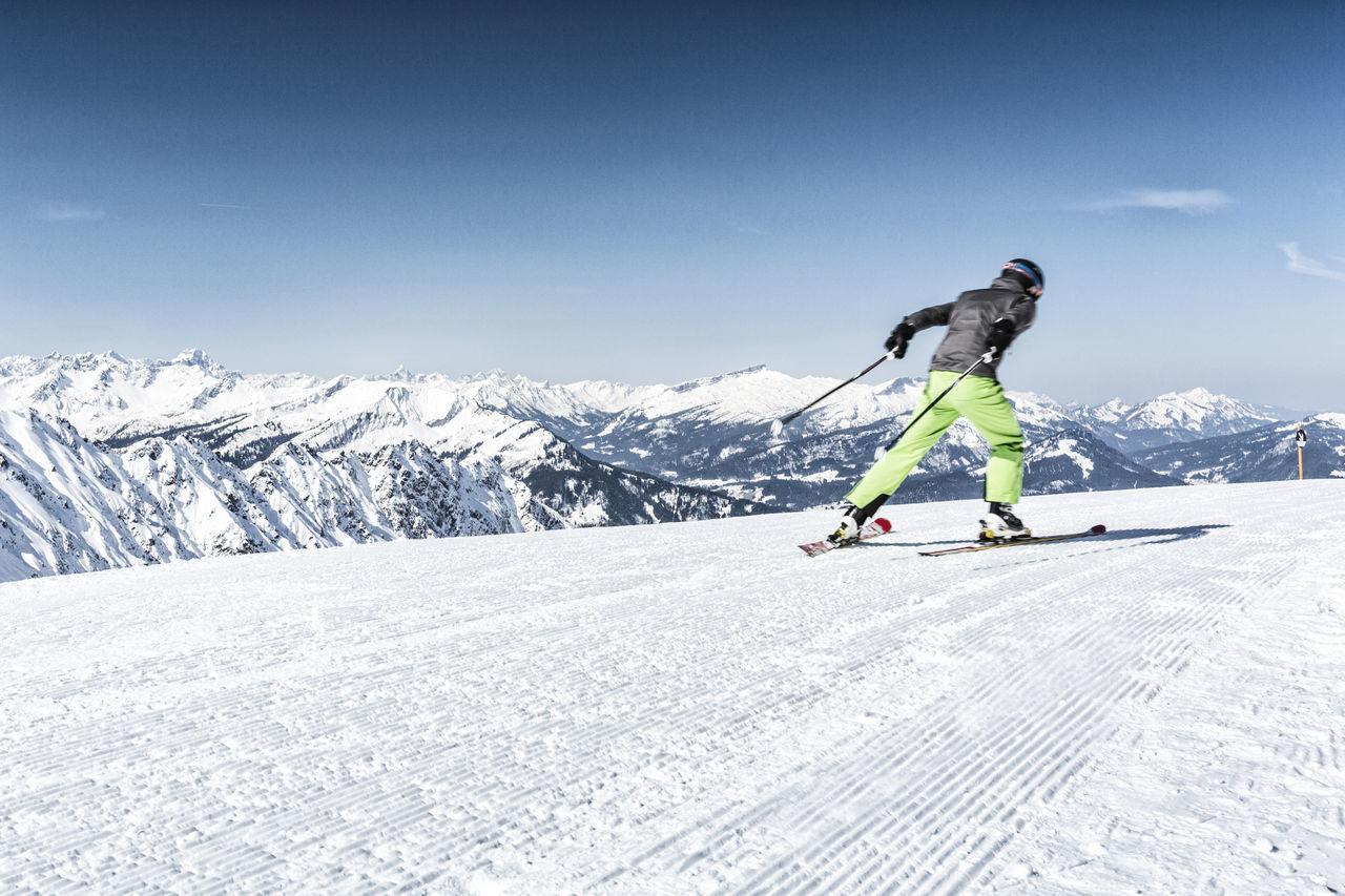 Skier at the slope Adventure Allgaeu Allgäu Alps Bavaria Bayern Fun Hoher Ifen Holiday Ifen Ischgl Kleinwalsertal Oberstdorf Skating Ski Ski Pole Ski Slope Ski-wear Skier Slope Sports Tannheimer Tal Unfiltered Winter Winter Sport