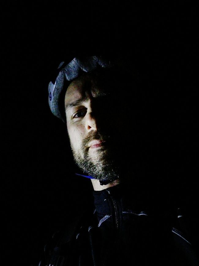 A nice evening bike ride and a moment of piece when I stopped next to a lake in the darkness. Bikeride Goingforaride MTB Mtblife Mtblifeandadventure Mountainbike Mountainbiker Hardtail Eveningride Nightride Darkness Longdistance Selfie Selfietime Selfie✌ Lookatme Serious Knightrider
