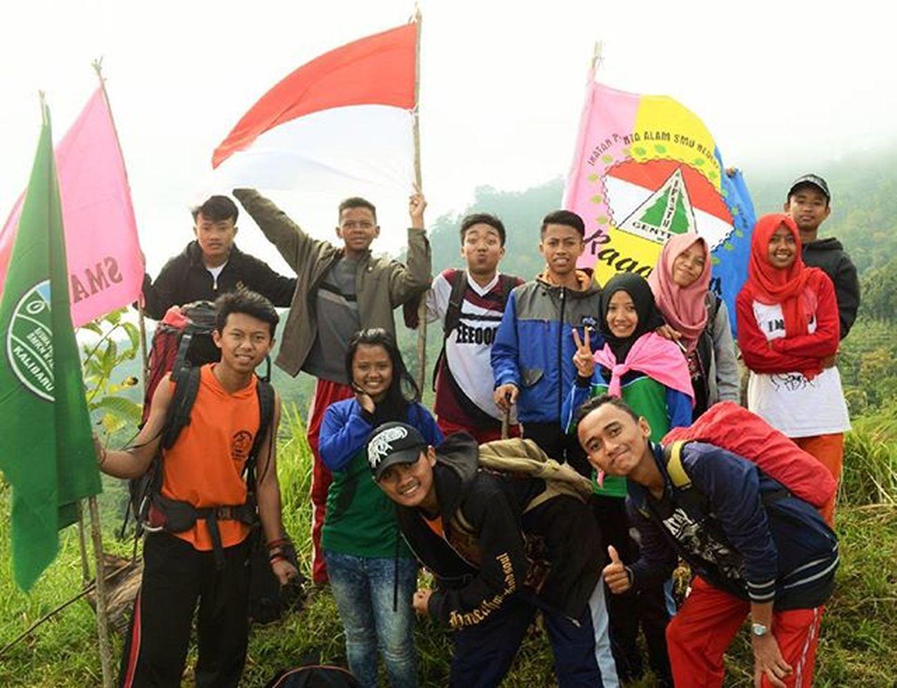 Brangkat lagi yok MT Menyan 17 Agustus 2015 Adventure Kemerdekaan Hiking Penikmatkaryatuhan Banyuwangi Explorebanyuwangi Pecintaalam Mountain