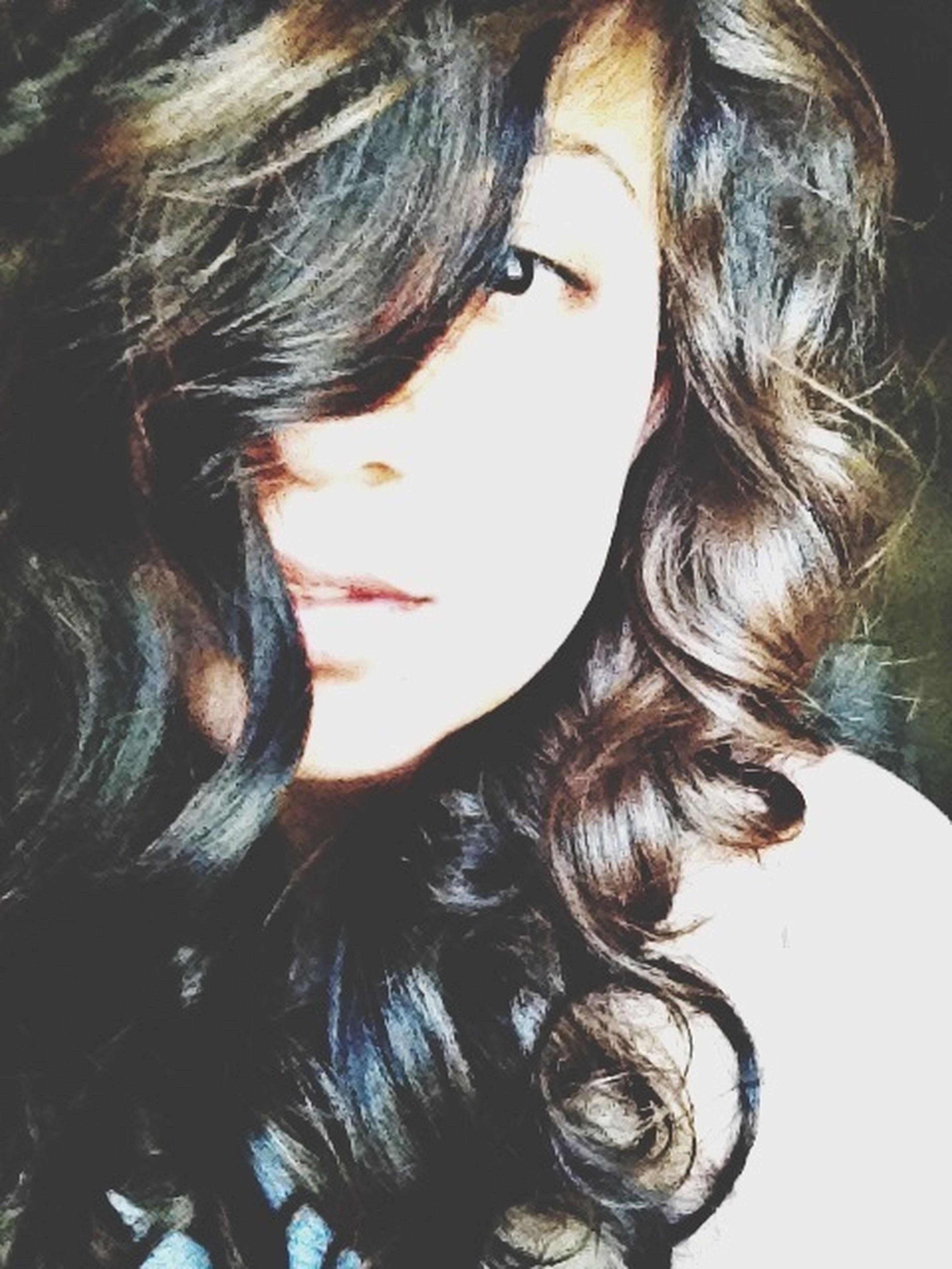 long hair, young women, lifestyles, young adult, headshot, leisure activity, person, blond hair, brown hair, human hair, indoors, close-up, black hair, medium-length hair, beauty, femininity