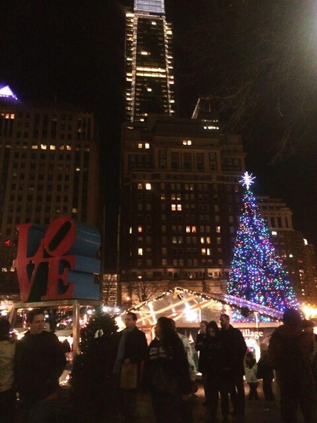 Roadtrip Philly Philadelphia Love Park Adventure Christmas