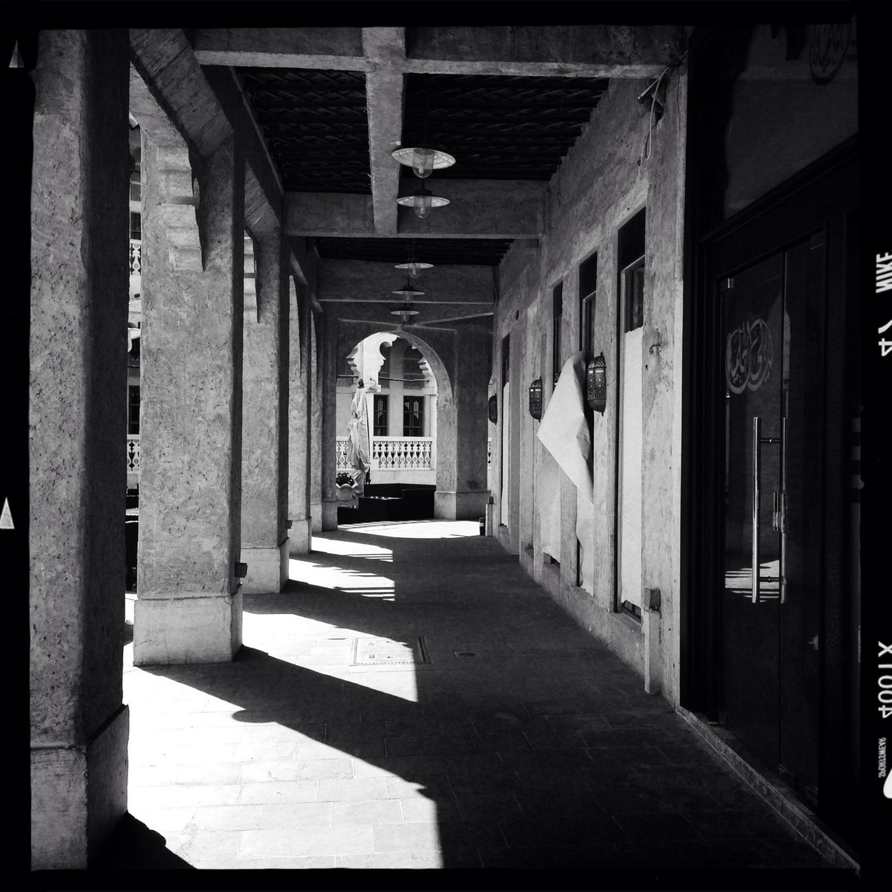 AO DLX Film Blackandwhite Vanishing Point AMPt - Vanishing Point