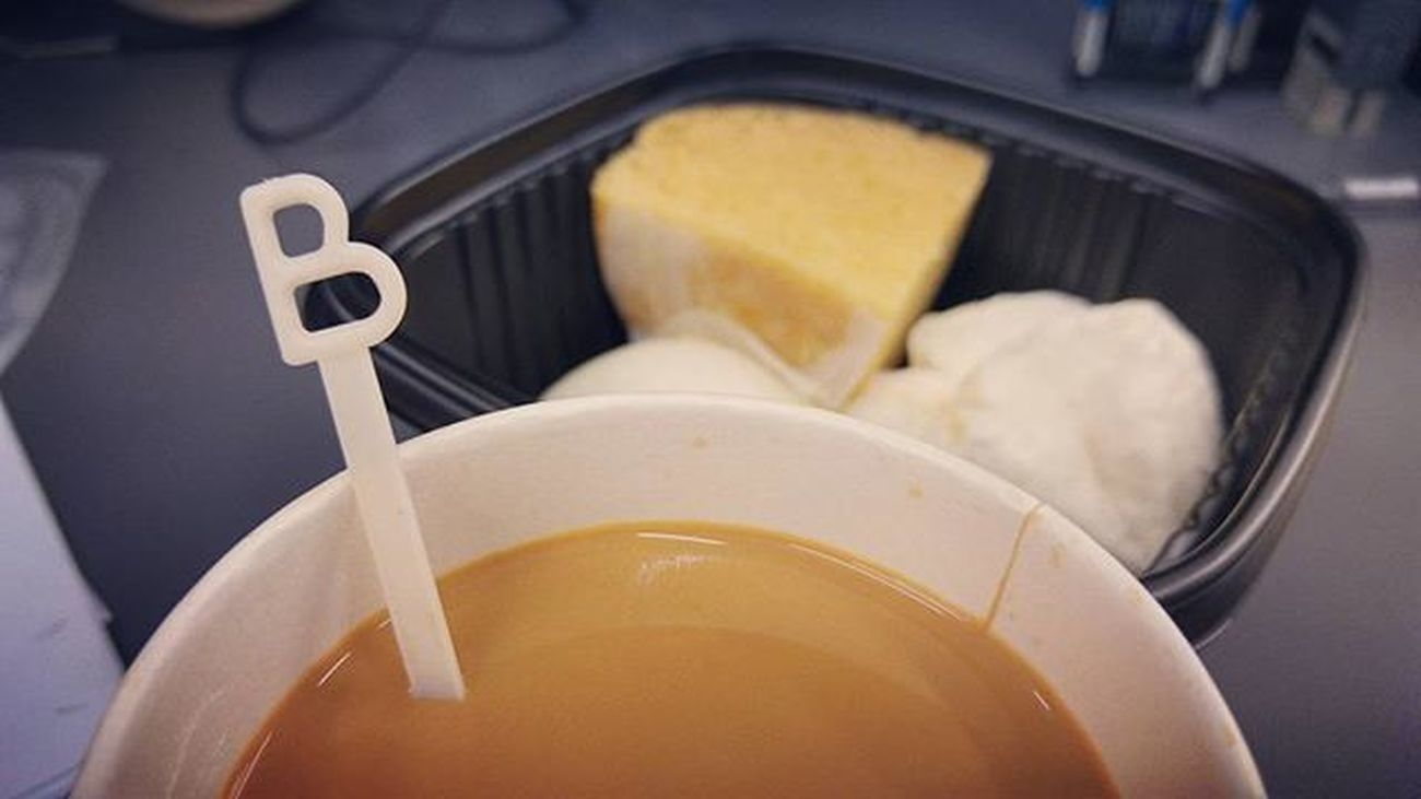 B for......breakfast!! Breakfast 早餐 B 點心 熱茶走