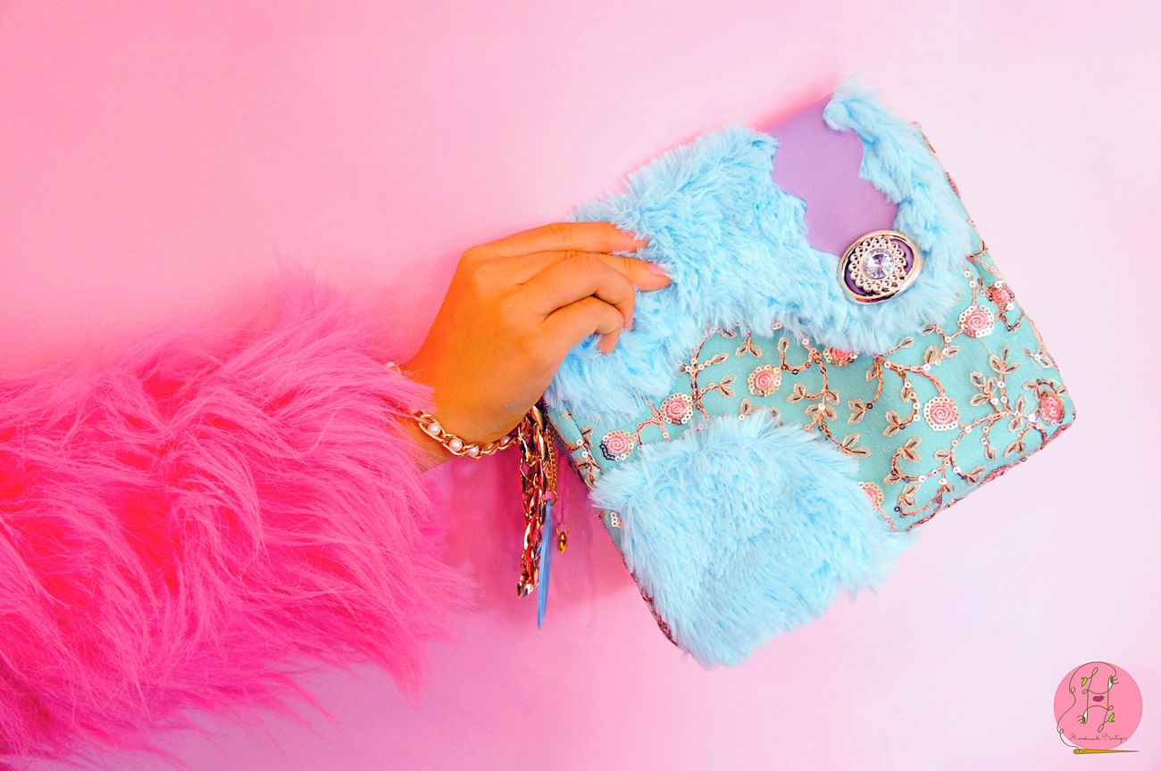 Fenton pastry scented handmade clutch bag🍭🍭🍭🍭🍭🍭🍭💖💖💖💖💖💖💖 Bag Design Fun Fullcolor Hello World Eyeemgallery Handmade Boutique Studio First Eyeem Photo Orders Pastel Power Laviniafenton Happiness Bagdesigner Eye4photography  Pink Neobaroquequeen Neobaroque Clutch Photoshoot Gold