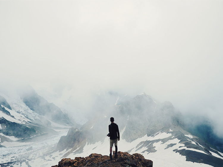 Mountain One Person Adventure Fog Warm Clothing Outdoors Healthy Lifestyle Extreme Sports One Man Only Only Men Sky Beauty In Nature Nature Explorer Georgia Vacations Kaukasus Mountains Kaukasus Mestia Full Length People Power In Nature Day Adults Only Adult