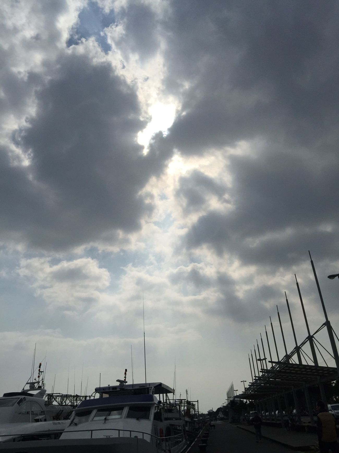 出海 Going Sailing Enjoying The Sun Relaxing Starting A Trip Traveling Life Beautiful Taking Photos Happy Clouds