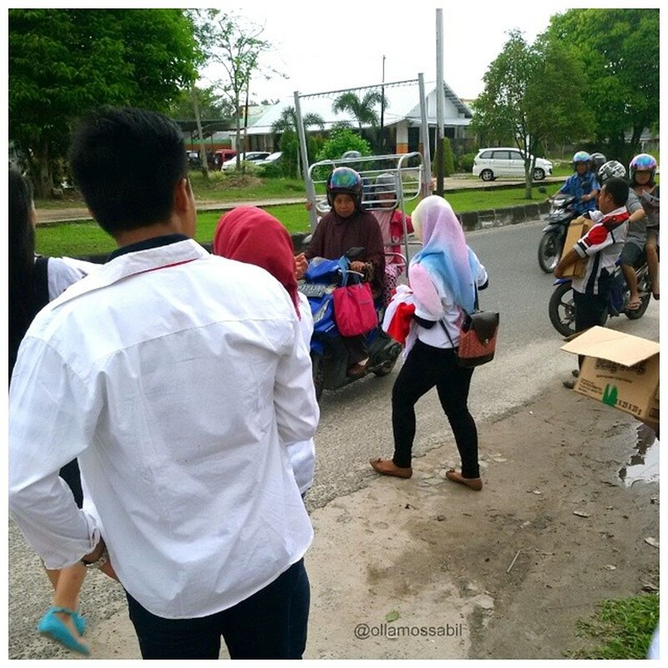 Relawan Muda Prabowo-Hatta, TIDAR, Laskar Merah-Putih Melakukan kegiatan positif seperti pembagian kaos, makanan kecil, susu, majalah Dan hal-hal berguna lainnya … tentu kegiatan ini sebelumnya sudah berizin dan sesuai peraturan yang ada … … tanpa mengganggu pihak lain, tanpa membuat keributan dan keresahan warga sekitar … Bagi teman-teman Palangkaraya yang mau bergabung, silahkan langsung pm ya, sangat amat dibuka kesempatan untuk kamu untuk bergabung dengan kami ^_^ … Salam Indonesia Raya ❤ … Prabowo Prabowohatta INDONESIA Palangkaraya merahputih laskarmerahputih tidar kalimantantengah relawan relawanmudaprabowohatta positif baktisosial susu snack majalah RI1 prabowountukRI1 molome