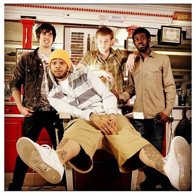 Everyone should tune in tonight to VH1 @ 9pm for Behind the Music. Getinformed Gymclassheroes Travie Respectthestruggle