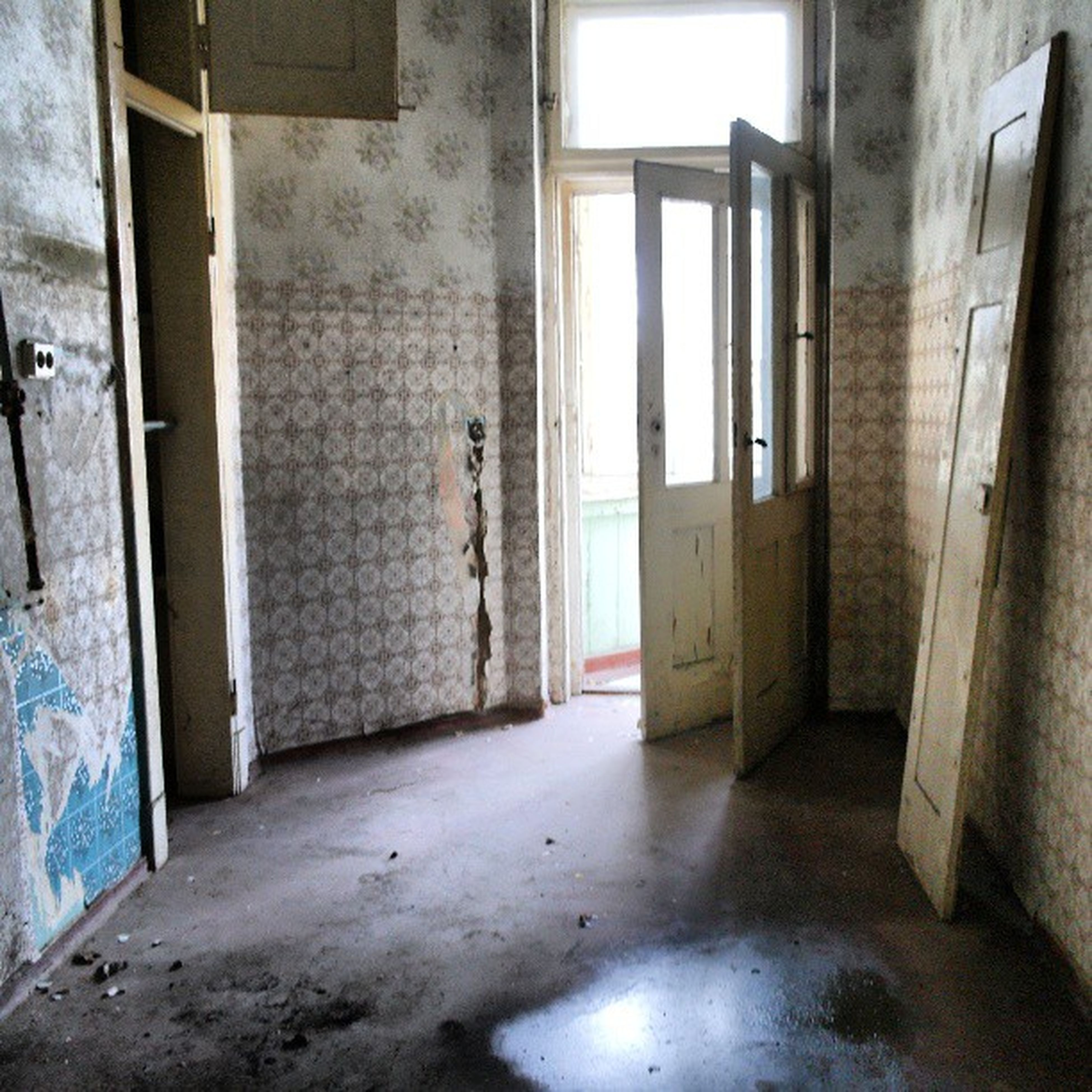 architecture, indoors, built structure, window, building, door, wall - building feature, corridor, building exterior, abandoned, interior, old, wall, empty, day, absence, no people, house, sunlight, glass - material