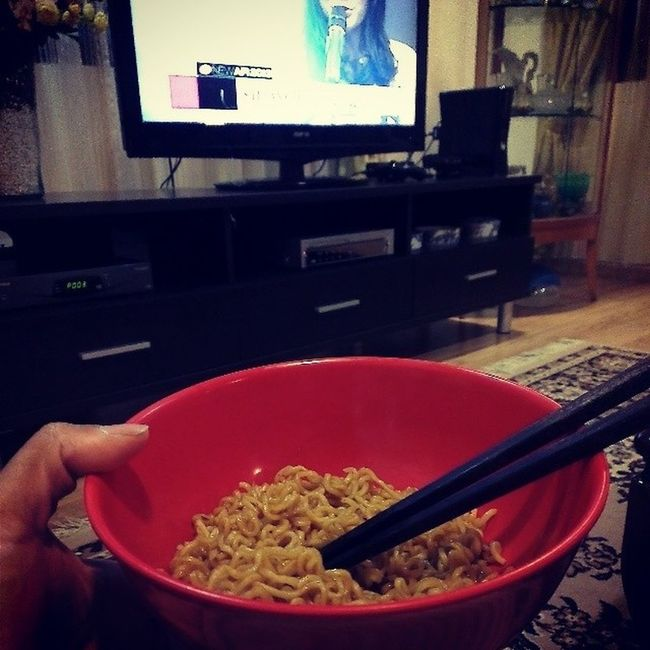 So good right now... Alwayshungry Indomee Lateeats Flexibledieting foodformyabs would you believe it?