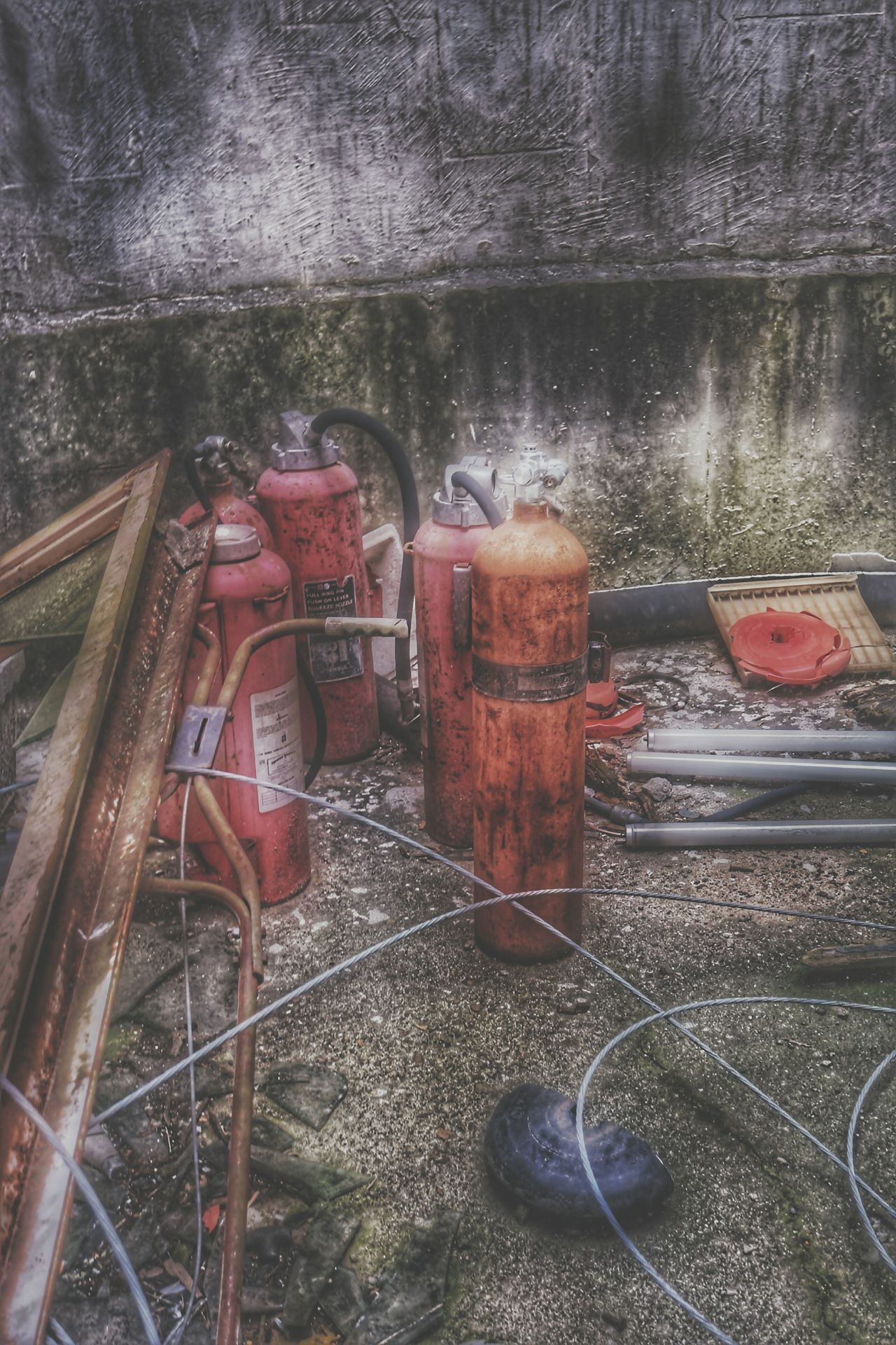 EyeEm HDR Enjoying Life Notes From The Underground Abandoned Building Close-up Abandoned Red Check This Out Lights And Shadows Urbanexploration Eye4photography  EyeEm Team EyeEmBestPics EyeEm Best Shots EyeEm Best Edits Hdr Collections EyeEm Gallery Urbexexplorer Urbexphotography Hdr_pics Me, My Camera And I Deterioration Textured  Abandoned & Derelict