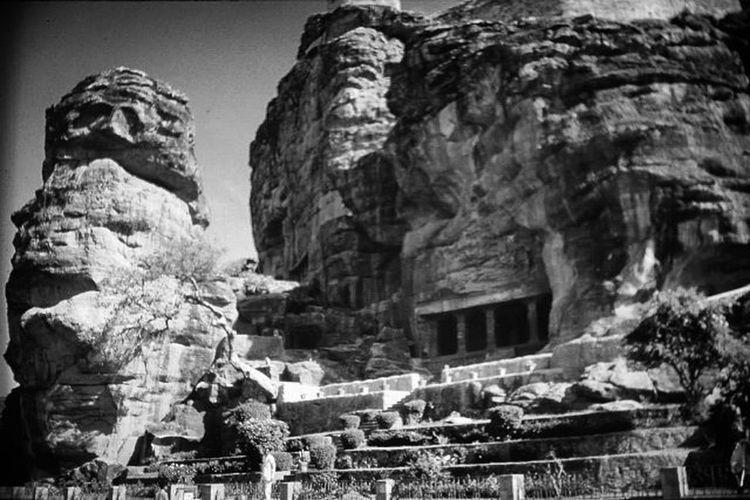 Badami Cave Temple Bagalkot Karnataka ASIA Instagram Travel Traveldiaries Picture Perfect Photography Nikon Shot Amazing Captures Kannada World Instapic Instagram Picoftheday Southindia Tour Life Architecture stone hills herewego incredibleindia lifeisgood