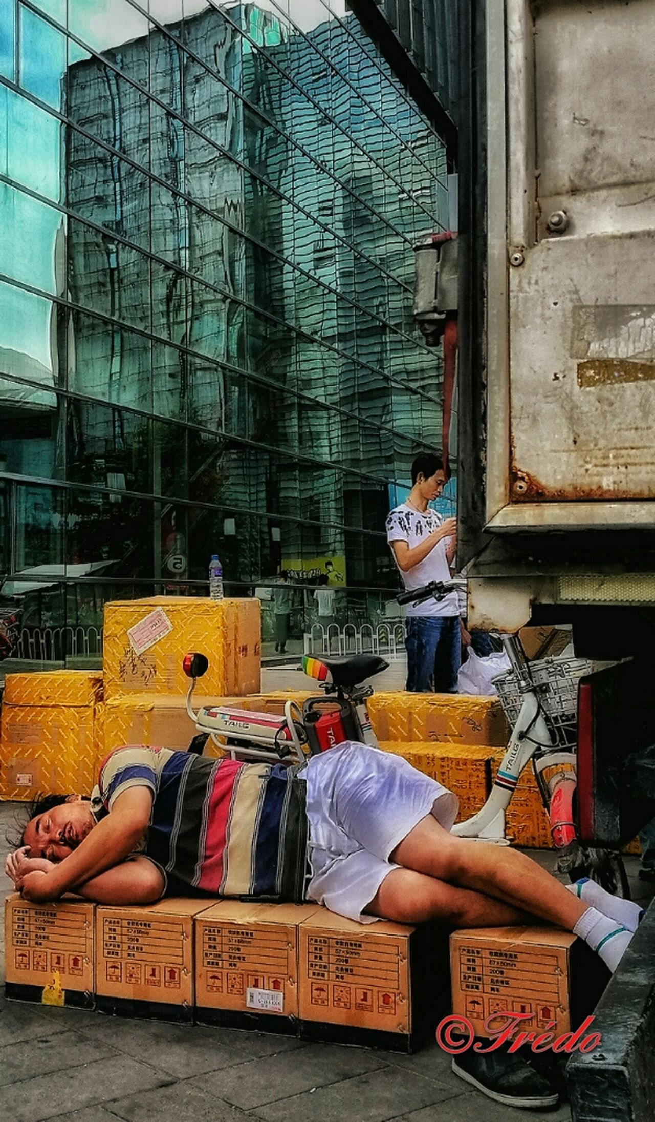 Time To Rest Workers Street Photography Street Photo Trade Beijing, China Beijing Scenes Difficult Life Men China Shotoftheday Architecture