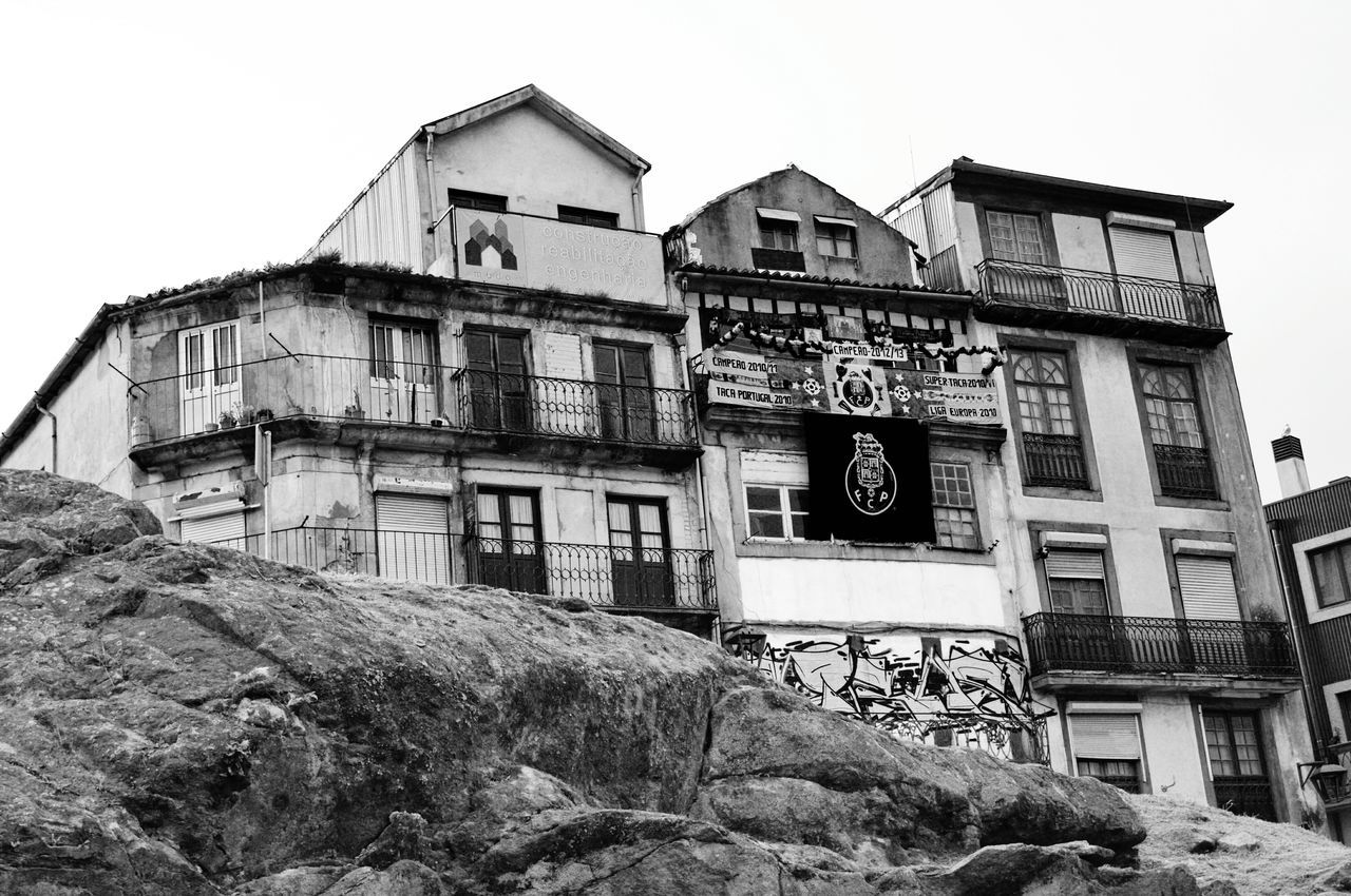 IPhoneography Streamzoofamily Shootermag The Tourist Tadaa Community AMPt_community Porto Biancoenero Blancoynegro Bianco E Nero Black And White Blackandwhite Monochrome Black & White Bw_collection Black&white Streetphotography_bw Fc Porto Blackandwhite Photography Streetphoto_bw On The Road Street Life Noir Et Blanc Architecture Street Photo