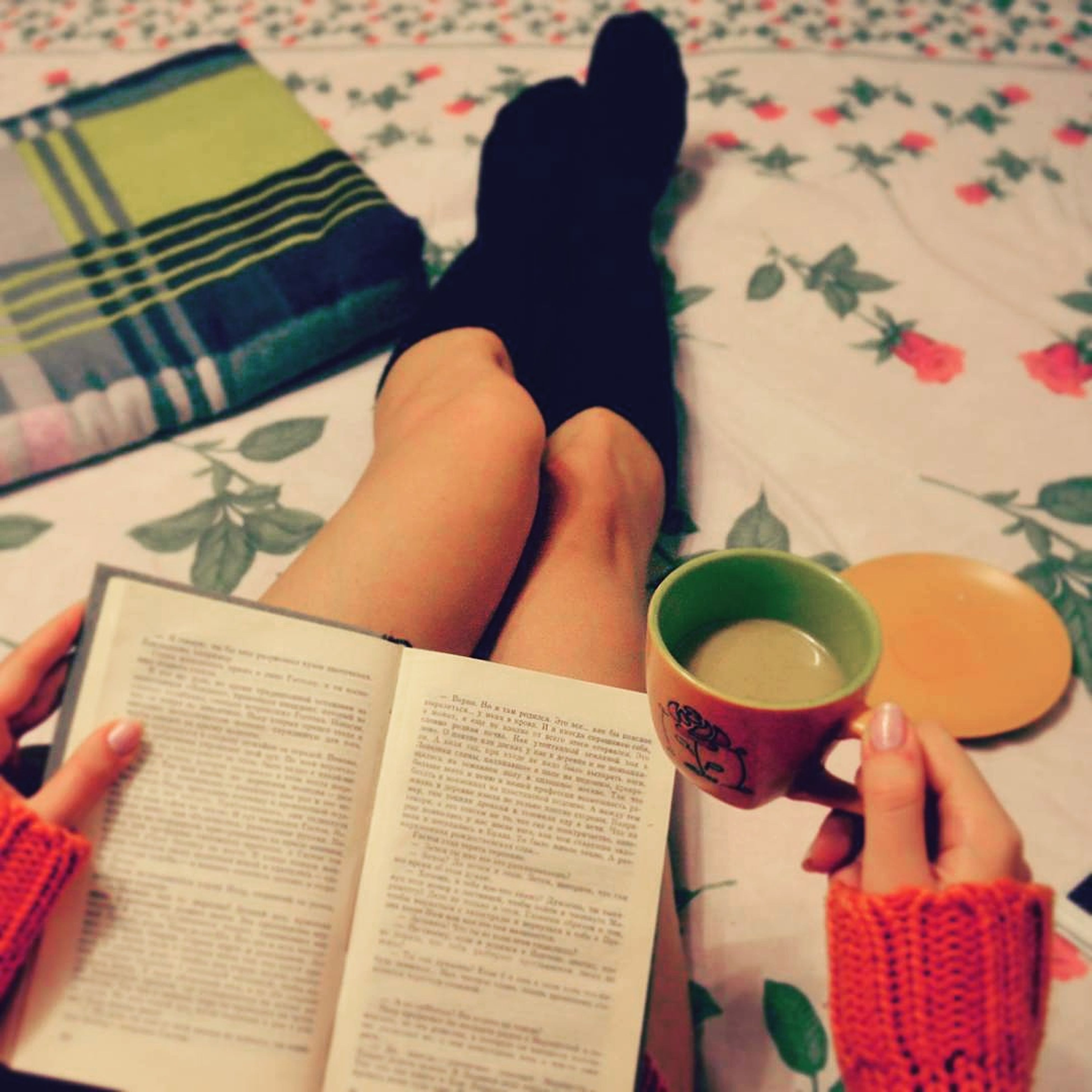 relaxation, book, person, sitting, young adult, young women, indoors, reading, holding, summer, vacations