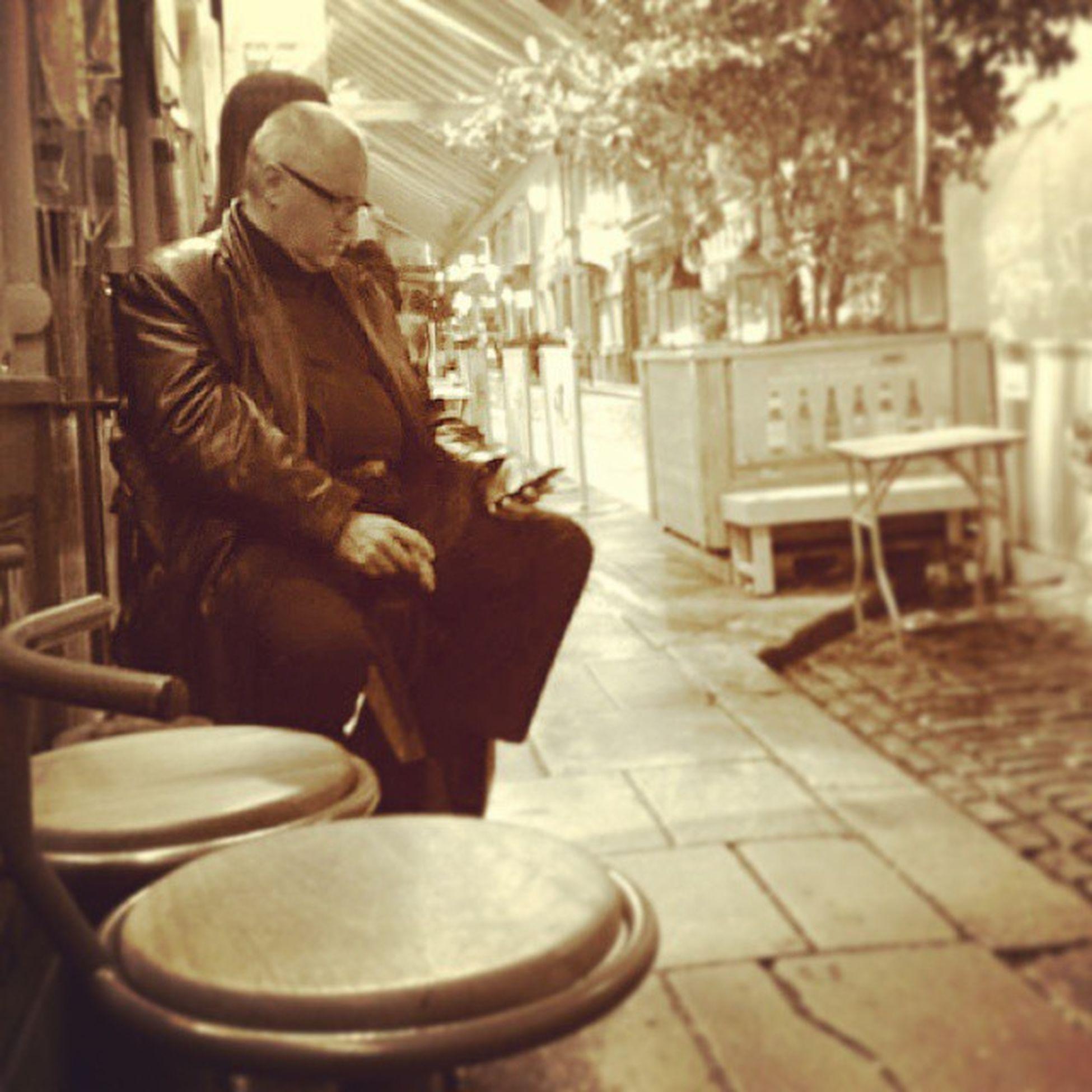 Mai solo. Dublinbynight Streetphotography