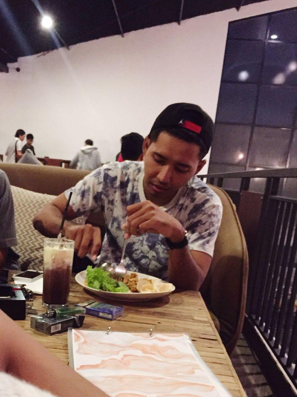 Candid 🤐🤗 Dinner Time Starving Nikecap TopMan Tshirt Javanese