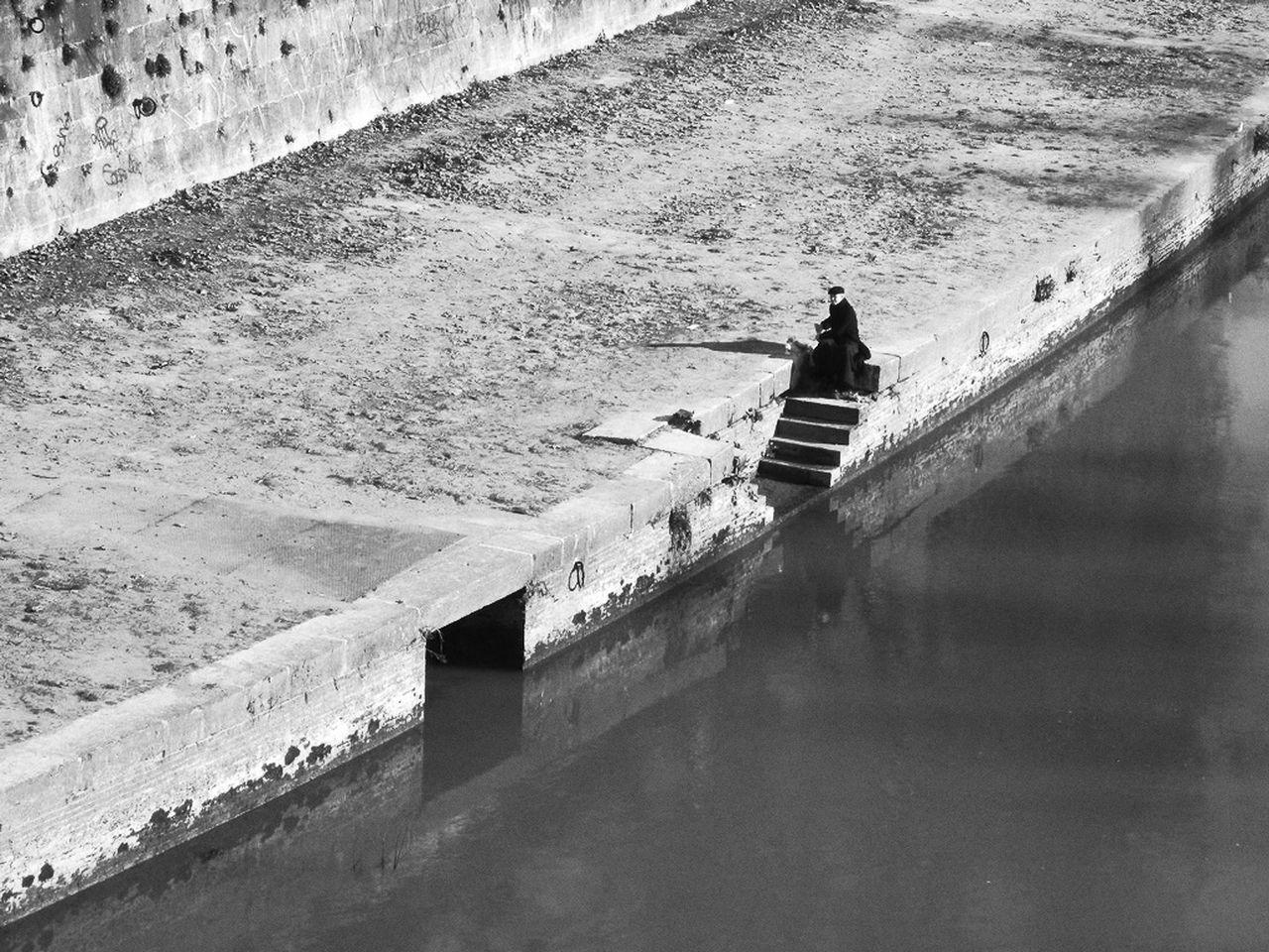 Sunny Day Urban Exploration Other View Streetphotography Black & White Blackandwhite Walking AroundWalking Around The City  Riverwalk TheMinimals (less Edit Juxt Photography)