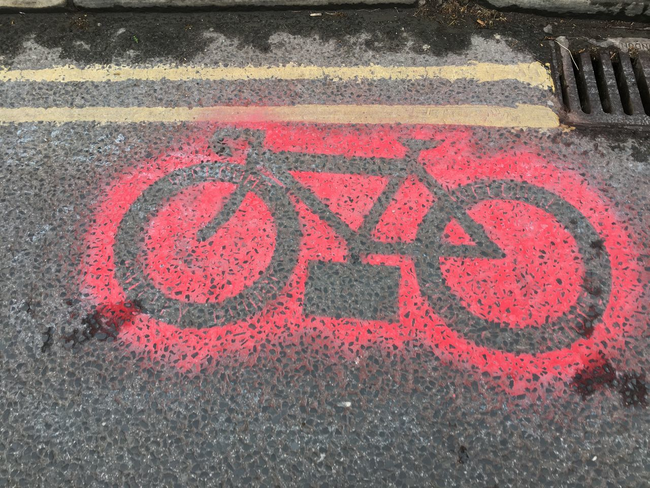 Tour de Yorkshire stencil on road in Pateley Bridge, Yorkshire, United Kingdom Bicycle Bike Close-up Cycle High Angle View No People Outdoors Paint Pateley Bridge Stencil Stencil Art Tour De Yorkshire Yorkshire