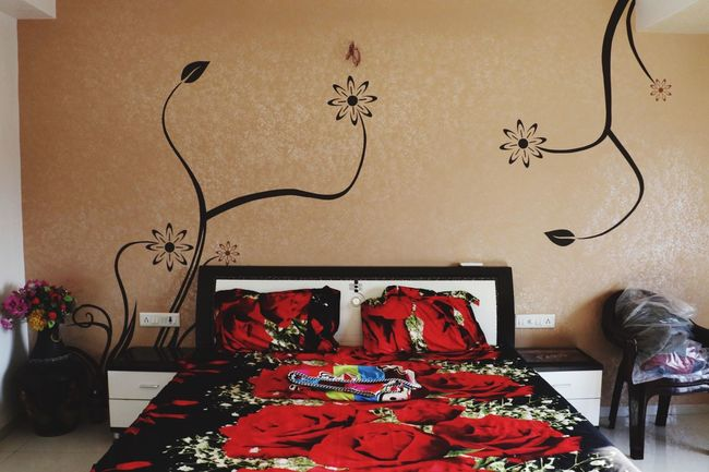 Everything In Its Place Showcase March Room Roomview Bed Wallpaper Wallart Interior Design Interior Views