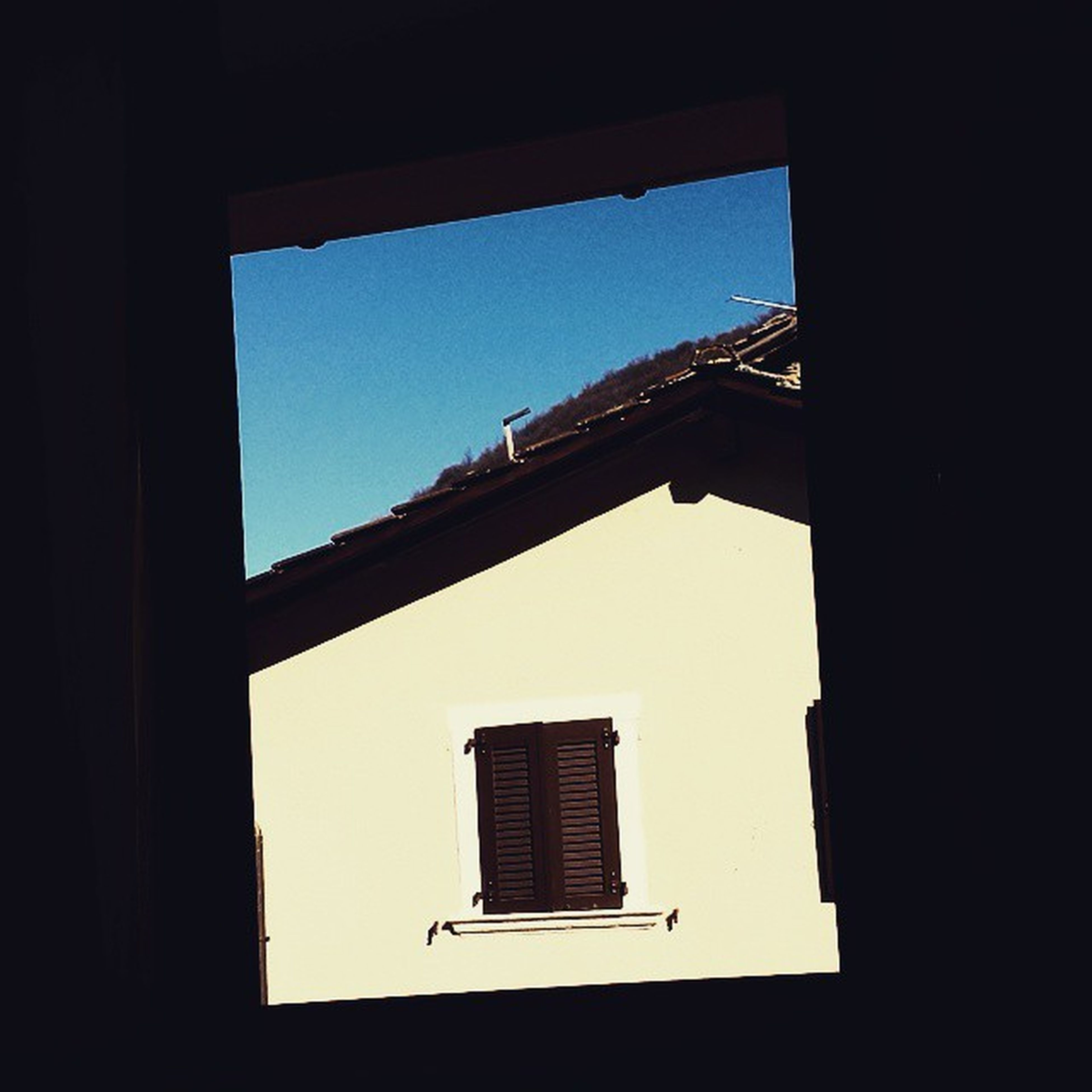architecture, built structure, indoors, window, clear sky, building exterior, low angle view, silhouette, copy space, sky, sunlight, dark, building, day, no people, house, arch, glass - material, residential structure, shadow
