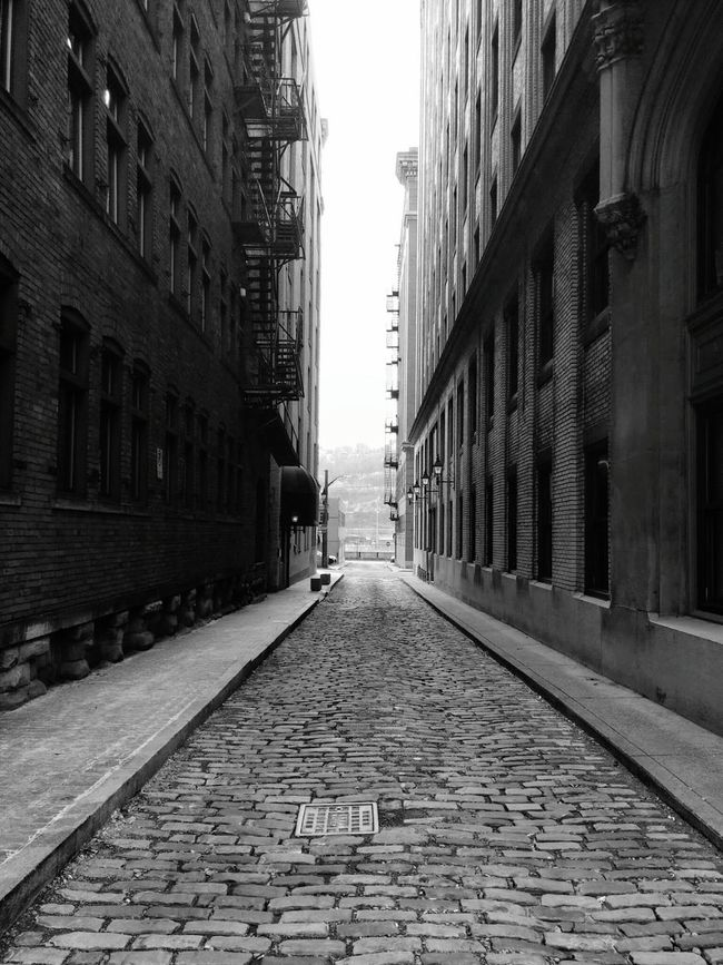 Downtown Pittsburgh Downtown Pittsburgh Taking Photos Finding The Beauty Findingthebeauty Blackandwhite Black And White Blackandwhite Photography City Cobblestone Streets Building