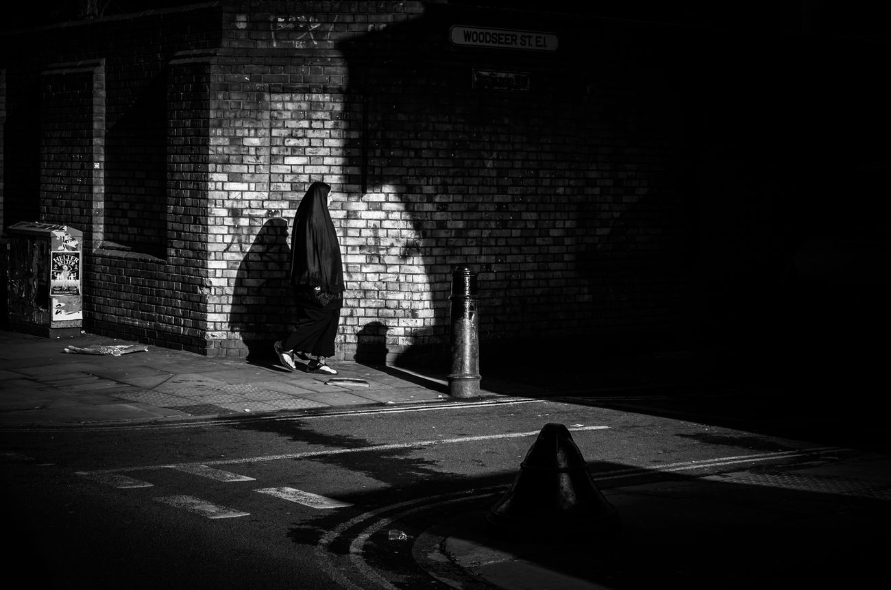City Beast. Maxgor.com Rawstreets Maxgor London Street Streetphotography Street Photography Leica Xvario Streetphotography_bw City Life Leica Black And White Blackandwhite Streetphoto_bw Monochrome Photography The Street Photographer - 2017 EyeEm Awards