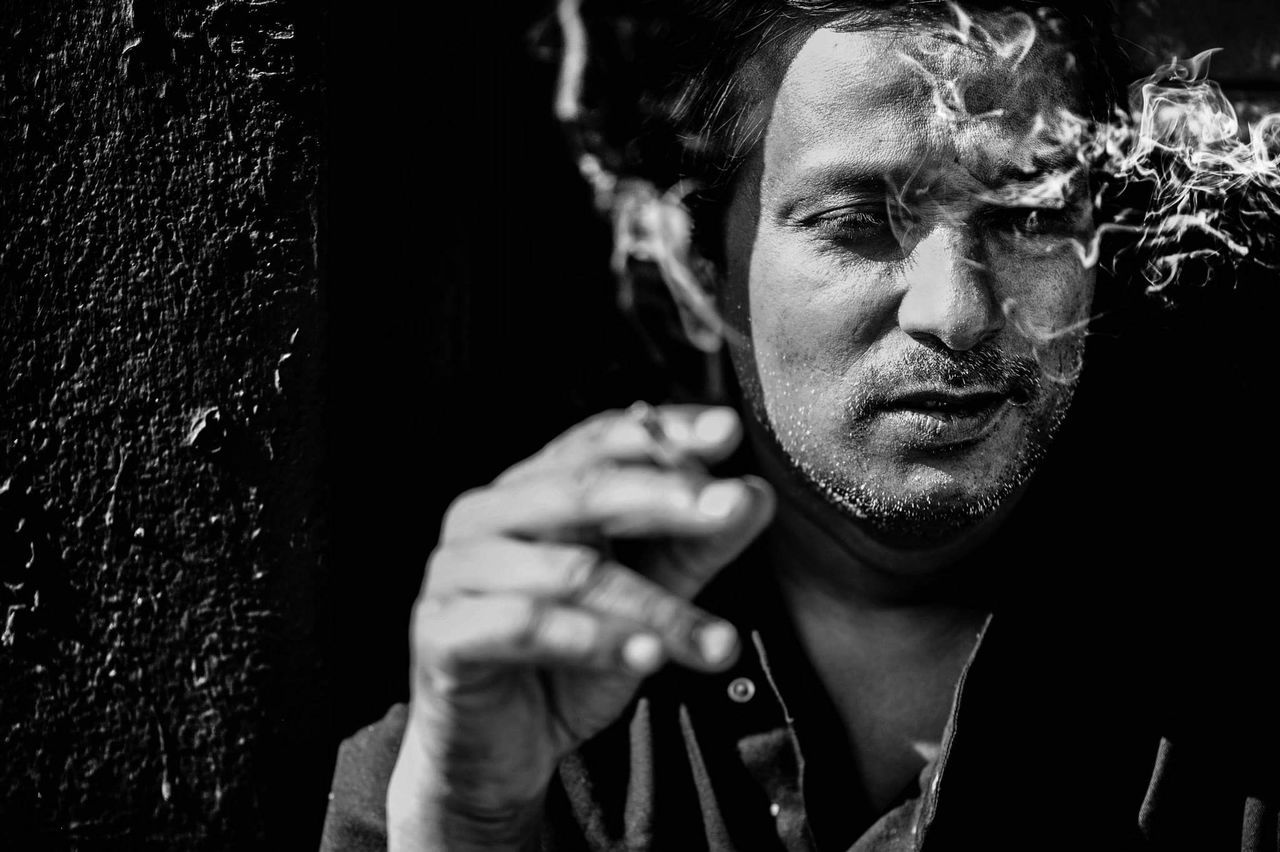 Only Men Danger Human Face Men Headshot One Person Smoking Smoke Cigarette Time Ciggarette Black And White Photography Black And White Portrait