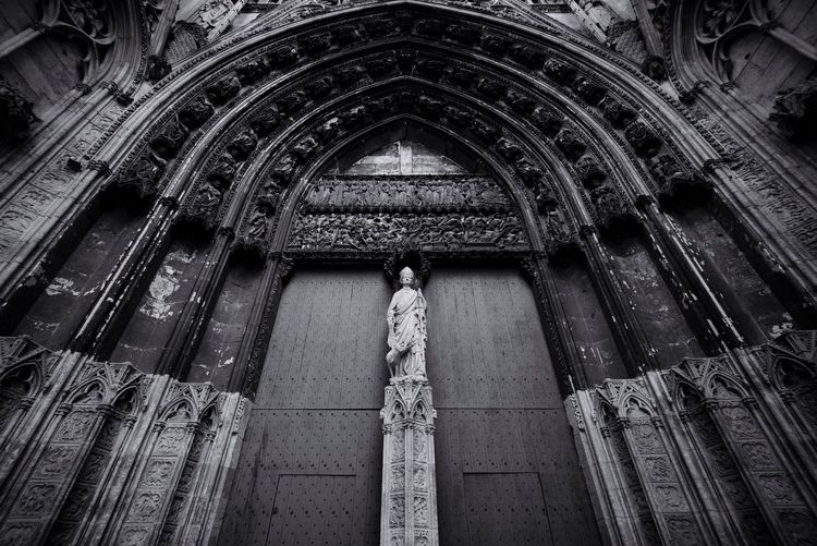 13.52 Architecture Church Façade Statue Arch History Noir Blackandwhite White Light Black And White Noir Et Blanc Black&white Noiretblanc Blackandwhite Photography EyeEm Best Shots - Black + White Monument Dark Amazing Architecture Architecture_bw Black And White Collection  (null)Darkness And Light Leicacamera