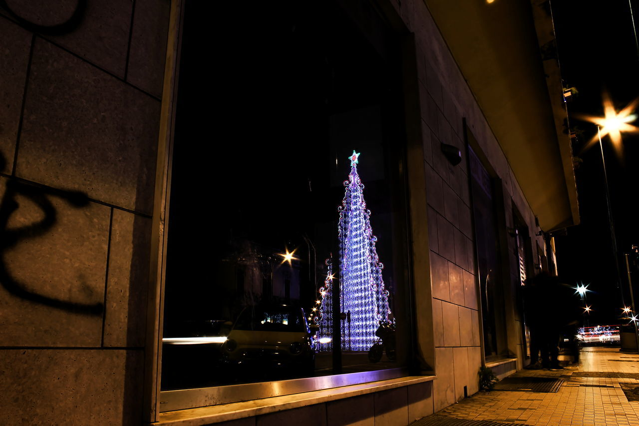 Architecture Christmas Christmas Decoration Christmas Lights Christmas Tree Illuminated Long Exposure Low Angle View Luci Lunga Esposizione Messina Natale  Night Outdoors Paesaggio Urbano Persone Riflessi Scie Luminose Sicily Travel Destinations Vetrine