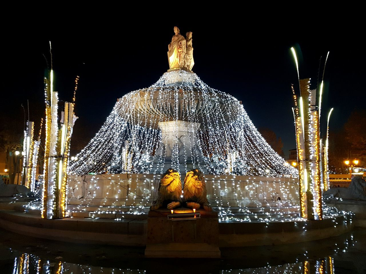Night Illuminated Christmas Decoration Christmas No People Statue Gold Colored Christmas Ornament Sky Outdoors Coursmirabeau Noel2016 First Eyeem Photo Aixenprovence Larotonde Fontaine Fontain Provence Photography City Lights Freshness