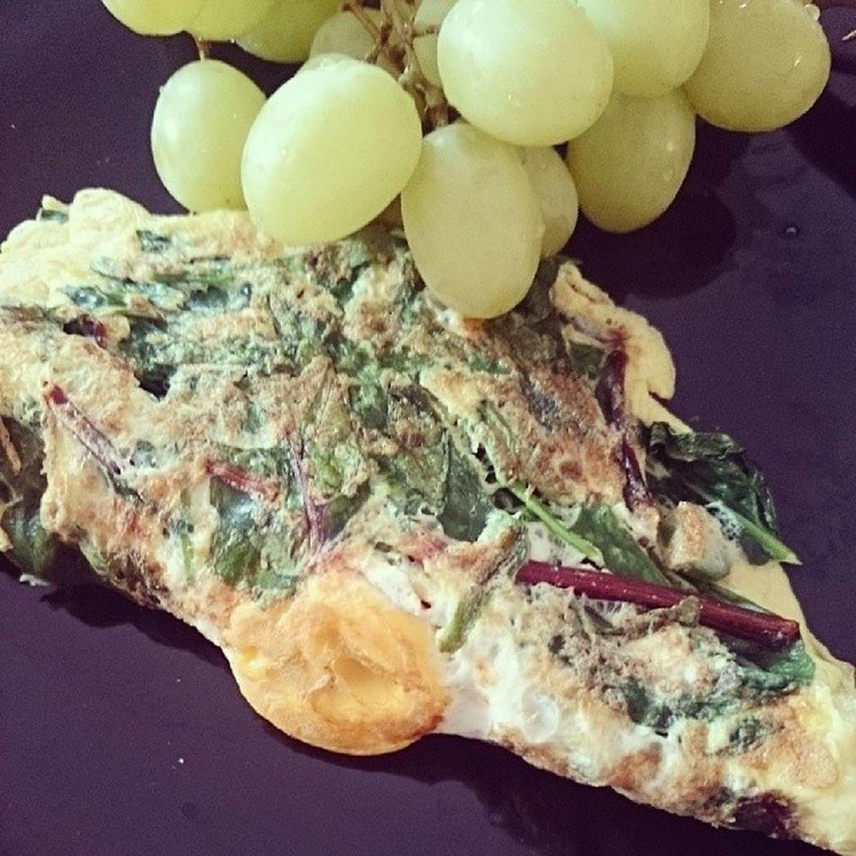 Breakfast Spinach Chilli Omelett naum naum with grapes