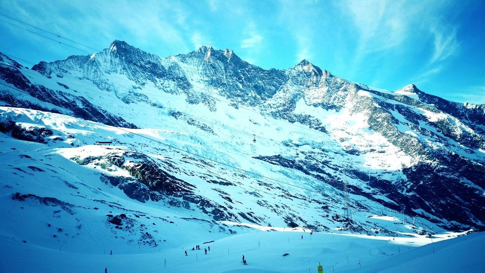 One of my favorite places for snowboarding in the world 🇨🇭 😁🌞❄🏂🚠 Snow ❄ Swissalps Swiss Mountains Mountains And Sky Mountain View Telecabine Telepherique Natural BeautyCloud - Sky Swiss Eyem Galery Saas Fee Winter Sport Nature Lover Snowboarding Is Fun! Altitude