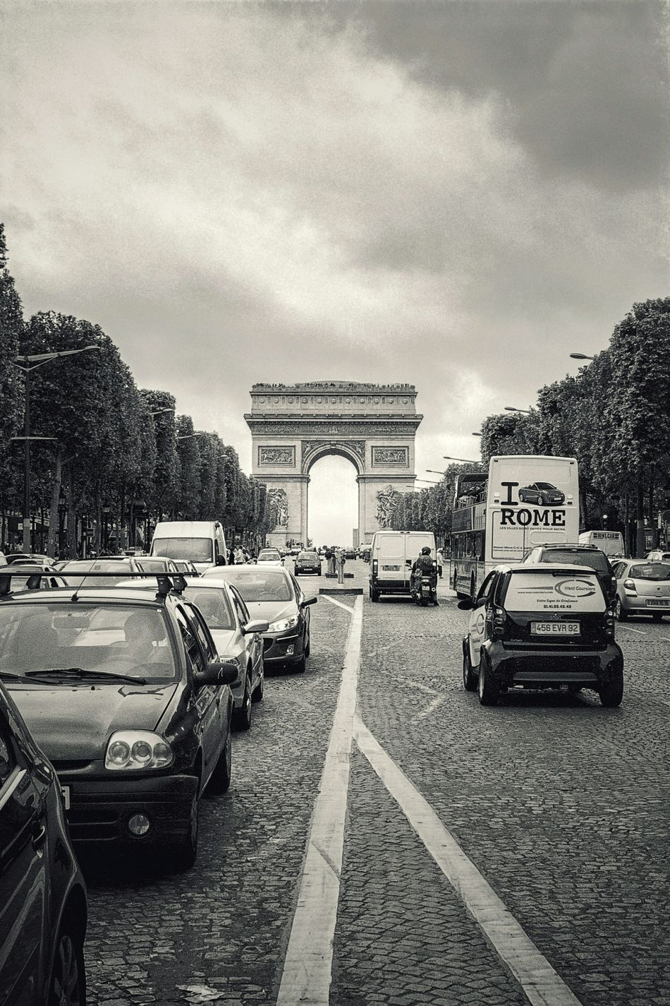 Paris street photography Transportation Built Structure Architecture No People Road Car Mode Of Transport Arc De Triomphe Arc De Triomphe, Paris Paris France Arc De Triomphe, Street Photography Streetphotography Film Film Is Not Dead Black & White Black And White Black And White Photography City