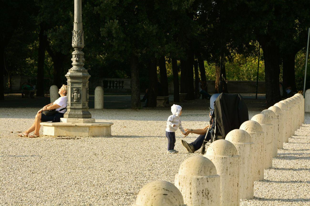 Roma Villaborghese Love Motherandson  Streetphotography Urban Landscape