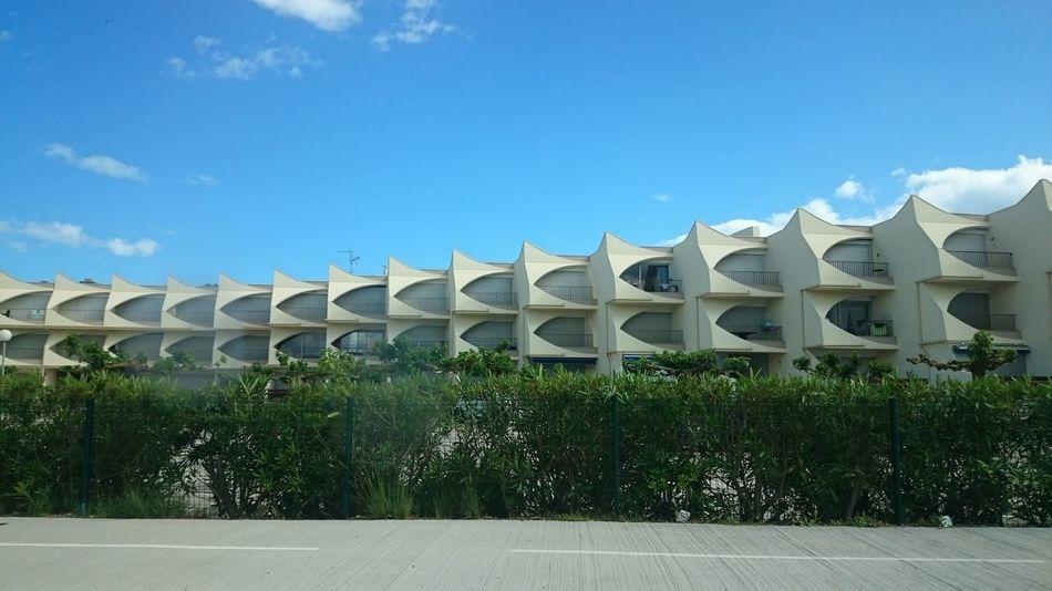 Les drôles de formes des appartement de Camargue