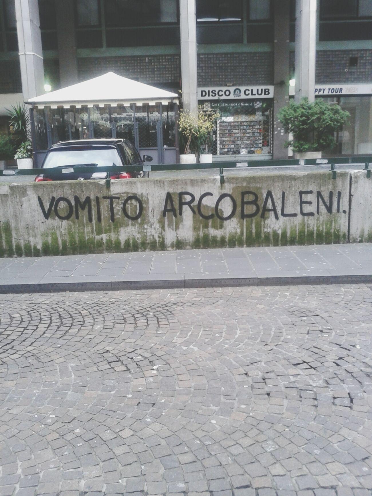 Graffiti Vomito Arcobaleni Barabino