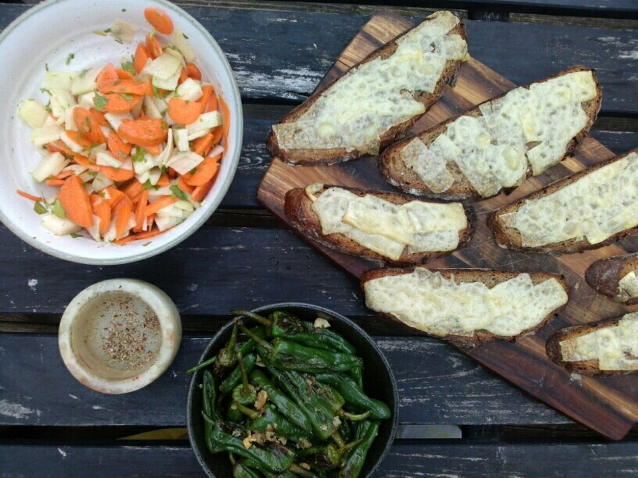 cheese bread salad pimiento de padròn Salad Organic Thx4cooking  Josephbrot