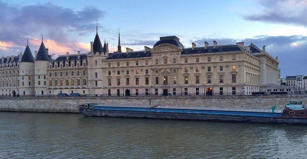 IPhone5 Skrwt Snapseed Palais De Justice