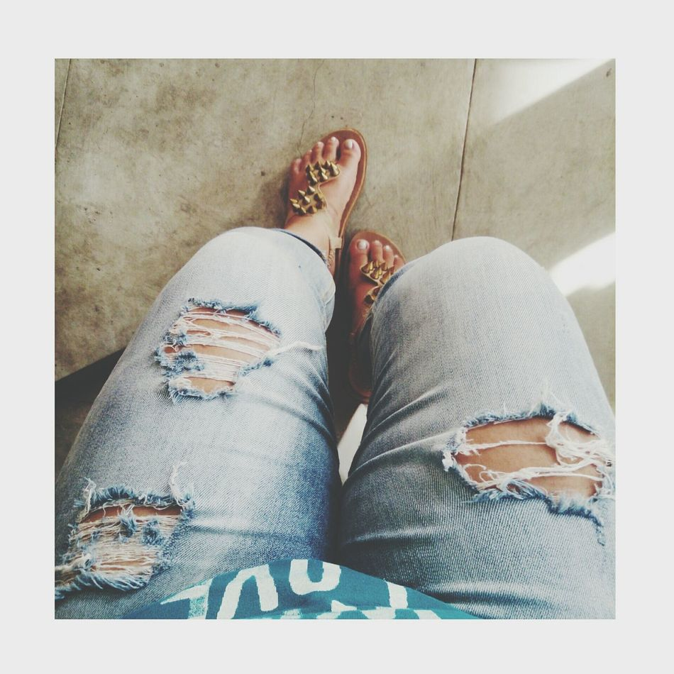 Waiting! Ootd Ripped Jeans Pinay