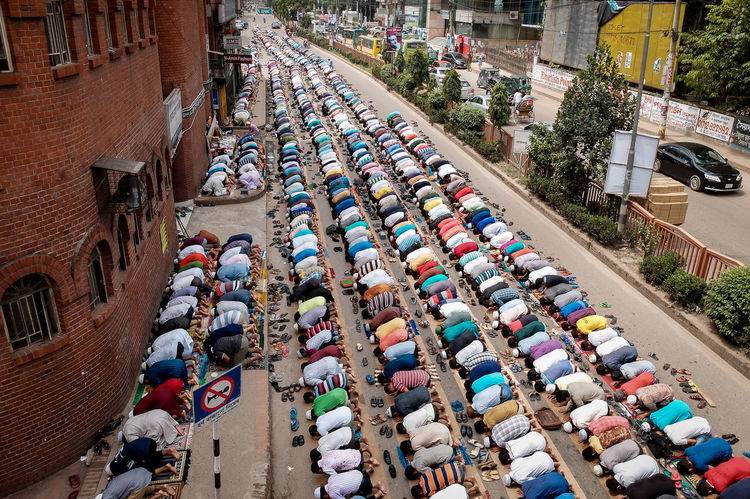 For Muslims, Friday's the big day when believers gather to hear a sermon and participate in ritual prayer. Photo Captured from Dhaka Bangladesh. Building Exterior City City Life City Street Day Diminishing Perspective Friday Prayer Jummu'ah Lifestyles Muslims Celebration Outdoors Outside-mosque Road Salaat-ul-Jumma Street