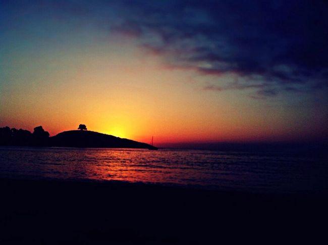 Zapallar y sus sunsets ✌️?? Taking Photos Summerismagic Enjoying The Sun EyeEm Sunset Silhouettes Zapallar