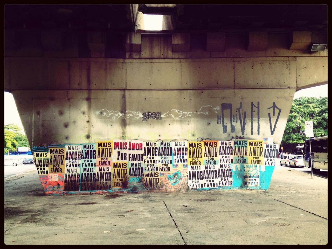 graffiti, built structure, architecture, no people, building exterior, day, multi colored, indoors
