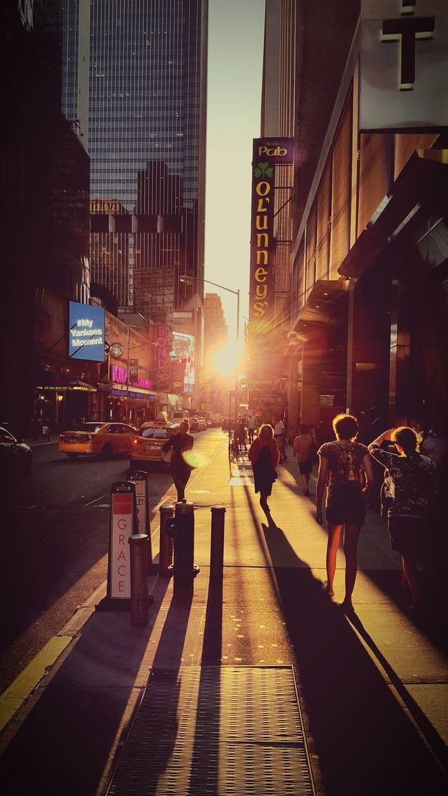 NYC always knows when t make people look at everything different. Newyorkcity Sunshines Timesquarenyc Amazingneverstops NY