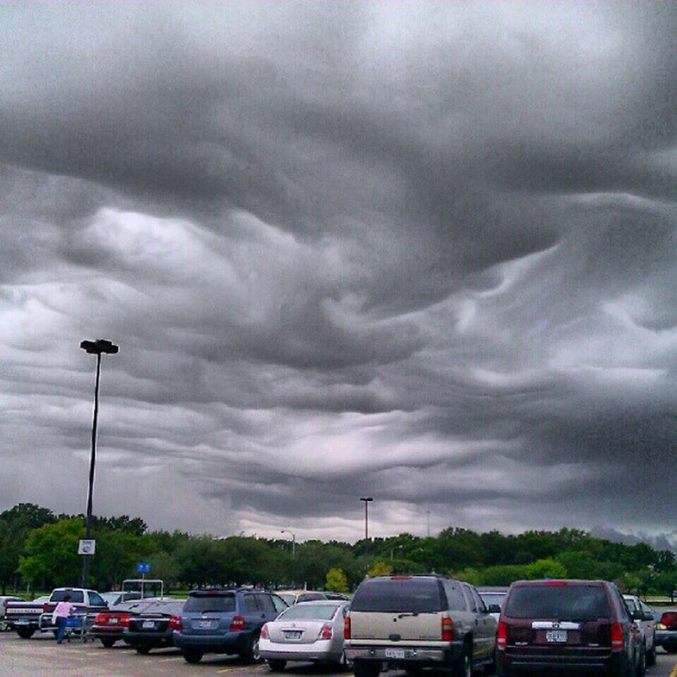 Oh its about to go down.. Rain Clouds Ilovecrazyweather